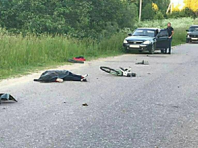 Виновник аварии пытался скрыться. В Смоленской области насмерть сбили велосипедистку