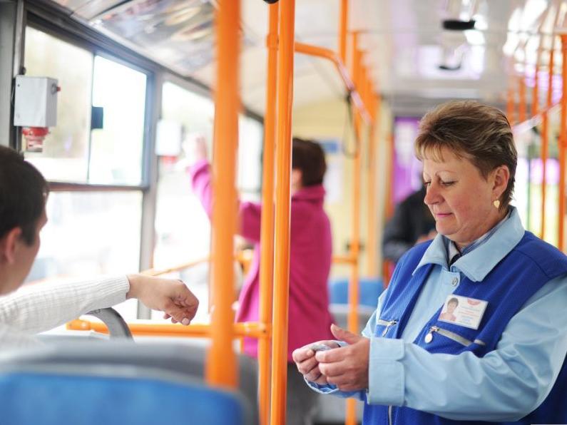 Картинка контролера в автобусе
